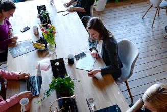 Comment les freelances  | imposent aux entreprises une | meilleure gestion des talents ?